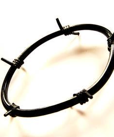 Taggtrådsarmband - svart