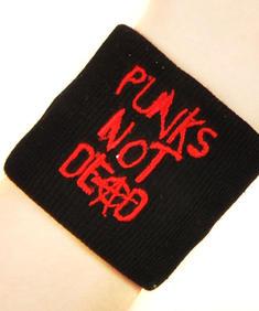'Punks not dead' svettarmband