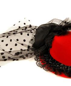 Röd liten spetshatt