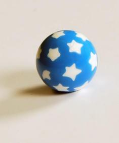 Blå/vita stjärnor - piercingkula