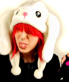 Poizen Industries-Luv Bunny Lux hat / kort vit.